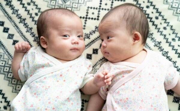 双子の母乳育児をラクに!助産師が教える同時授乳について【ラクに楽しく♪特集】