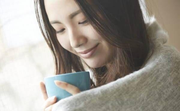 紅茶を飲む妊婦さんのイメージ