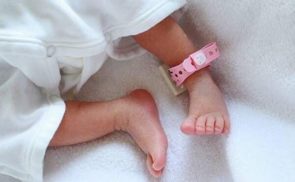 新生児の足