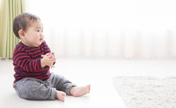 ベビーサインをする赤ちゃんのイメージ