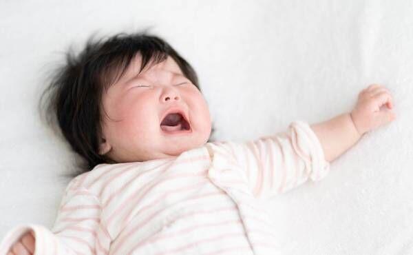 寝かしつけ時に泣いている赤ちゃんのイメージ