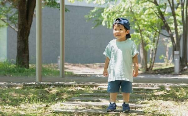 散歩している男児