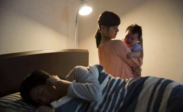 夜泣きする赤ちゃんのイメージ