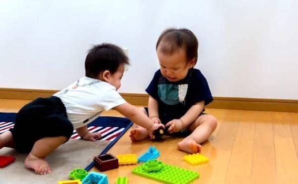 おもちゃの取り合いのイメージ