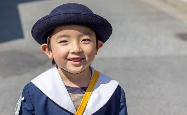 幼稚園へ行く男の子