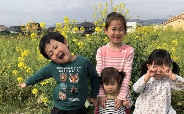 高塚安希子さんとお子さんの写真