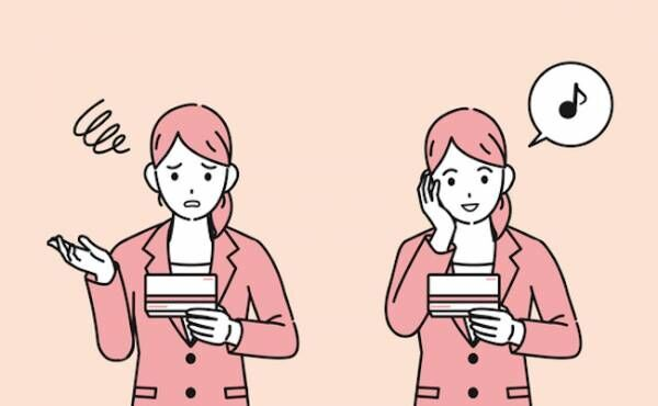 振り込み金額を確認する女性のイメージ