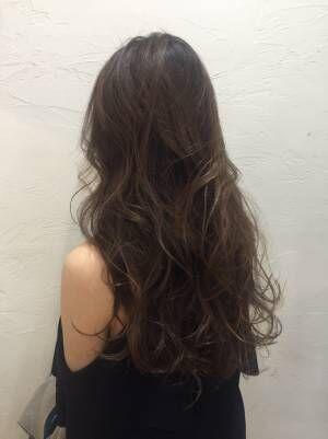 【ロングヘアの方必見!】髪の巻き方+ちょっとのアレンジで柔らかい巻き髪スタイルに!
