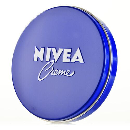 NIVEAの青缶はこんなにも万能! メイクやヘアケアにも使えるんです!