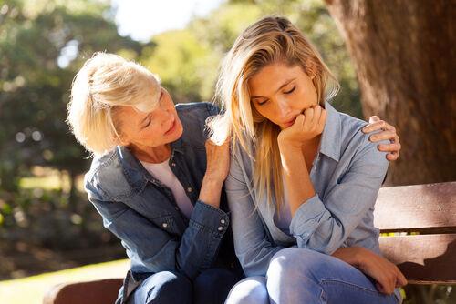 大人でもこじれやすい……実親との付き合いが難しい理由とは?