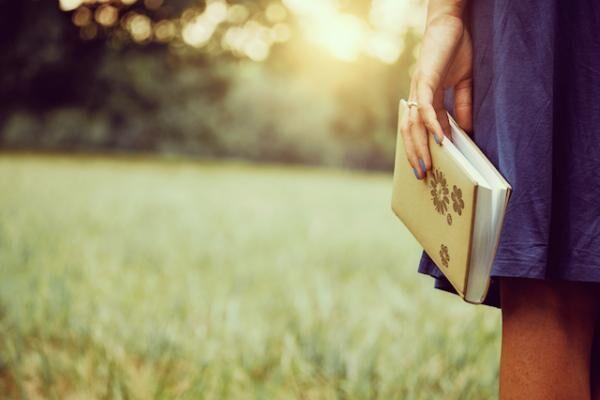 大人女子として知っておきたい、品格を高めるための読書流儀5つ