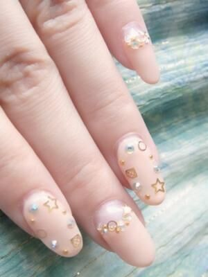 目立ちすぎず、清楚ネイル!指が長く、美しく見える!ヌーディーカラー・ネイル