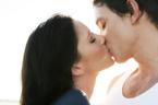 虫歯やストレスにも効果的! キスがもたらす驚くべき8つの効能