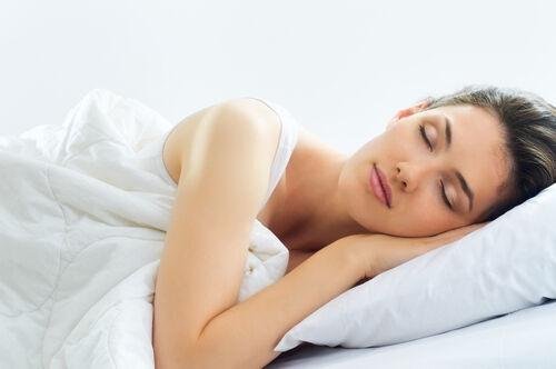 パンツを脱ぎ捨てて幸せになろう!「ノーパン睡眠」で得られる4つのメリット