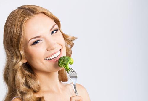 お肌のくすみ、黒ずみを内側から改善! 透明感をアップする食べ物