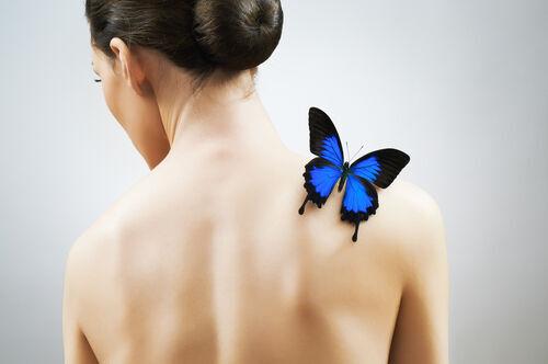 キレイな羽のような肩甲骨を出す方法