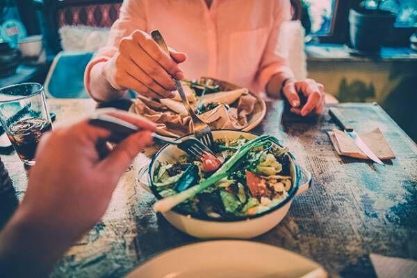 食事デートで! 育ちが良さそうと見惚れる「食事中の振る舞い」6つ