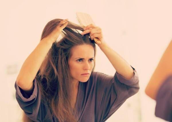 """直毛・毛量少なめ女子が必ず一度は経験する""""髪の毛""""あるある"""