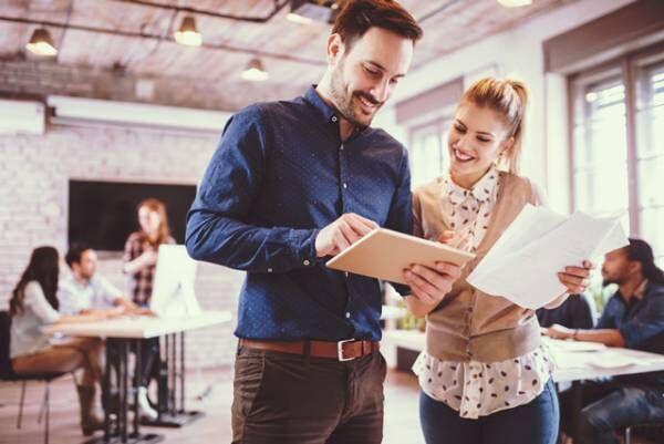 社内恋愛経験者に聞いた!「職場で気になる人」と仲良くなる方法4つ