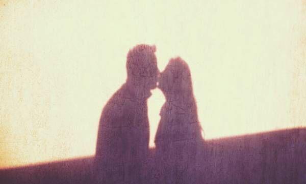 一時の感情のはずが…「浮気から本気の恋」になるのはどんな時?