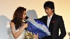 向井理からの青いバラ100本のプレゼントに北川景子感激!