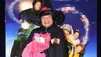 魔法使いに変身、尾木ママが懸命に映画をアピール 相づちを打つのは子豚?