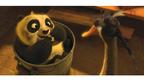 『カンフー・パンダ2』キービジュアル解禁! 赤ちゃん時代はモフモフの鍋入り息子?