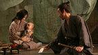 """満島ひかりの""""初""""母親姿が解禁! 泣く赤ん坊のために海老蔵が歌舞伎を披露!"""