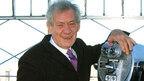 イアン・マッケラン、創業300年を誇る文豪縁のパブのオーナーに