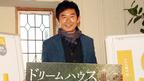 石田純一パパ、人生初のおむつ替えに挑戦で「毎日が幸せ!」