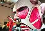 吉木りさ、「進撃の巨人展」でリアル巨人と遭遇&立体起動装置に大興奮!