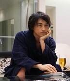 """斎藤工、新春ドラマで再び""""肉体美""""披露! 竹内結子・主演「上流階級」"""