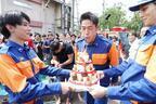 AKIRA、栗山千明らのお手製ケーキに感激!