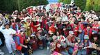 """【USJ】デロリアン前に300人のゲストが集結!30年後の""""未来""""記念日をパークで祝福"""