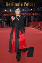 桃井かおり、自身監督&主演作『火 Hee』でレッドカーペットに参加「感無量!」