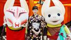 綾瀬はるか、大人っぽい浴衣で京都をぶらり 伏見稲荷で『ホッタラケの島』ヒット祈願