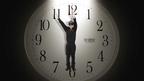 角川春樹、『笑う警官』宣伝のために自ら時計に変身して時をかける…というか刻む