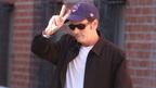 チャーリー・シーンがリハビリ施設に入所。出演中のTVシリーズは撮影中断