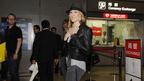 サラ・ジェシカら「SATC」の4人が日本到着 成田はファッションショーさながら!