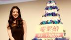 """田中麗奈が壇上でケーキ入刀! """"電撃婚""""に前向き発言"""