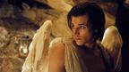 ギャスパー・ウリエル、天使の翼の着け心地は? インタビュー動画到着!