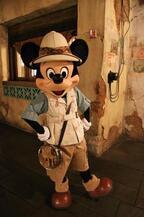 【海外ディズニー】サファリルックのミッキーたちと美味しく夕食!「タスカーハウス・レストラン」体験