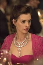アン・ハサウェイ、1億ドル超えの激レア宝石もかすむ美しさ!『オーシャンズ8』