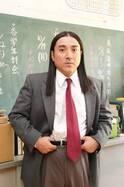 """あの""""名物先生""""!? ムロツヨシの衝撃ビジュアルに福田監督「かなり影響を受けているという設定」"""