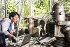 佐藤健、謎のロボットと初対面!『ハード・コア』シュールな本編映像到着