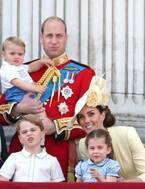 """英王室メンバー集結!""""お手振り""""ルイ王子が「かわいすぎる!」と話題に"""