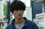 """""""覗く男""""高良健吾の実態が明らかに…『アンダー・ユア・ベッド』メイキング映像"""