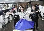 三吉彩花、事務机の上で歌い踊る!『ダンスウィズミー』本編映像解禁