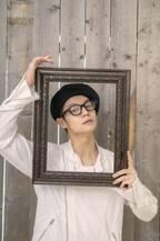 窪田正孝、ベレー帽×メガネで今旬コーデ! ラスト12月デジタルカレンダー発売
