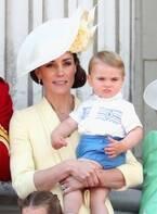 キャサリン妃、ルイ王子は「何でも抱っこしたがる」ジョージ王子&シャーロット王女の近況も明かす
